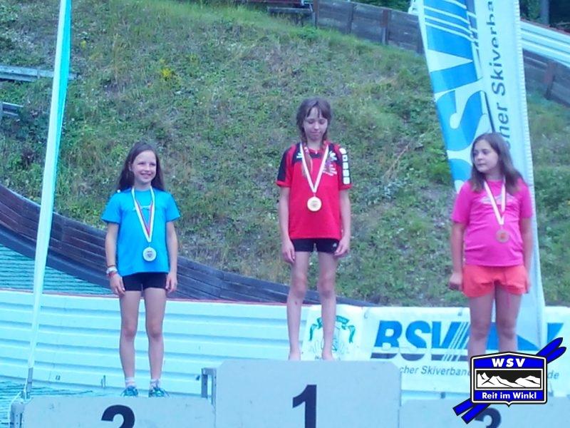 Magda gewinnt das Springen in der S11w