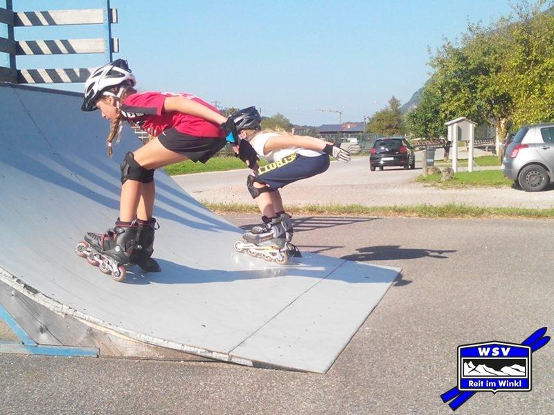 Trine und Magda: Anfahrtshocke vorwärts rauf und rückwärts runter ...